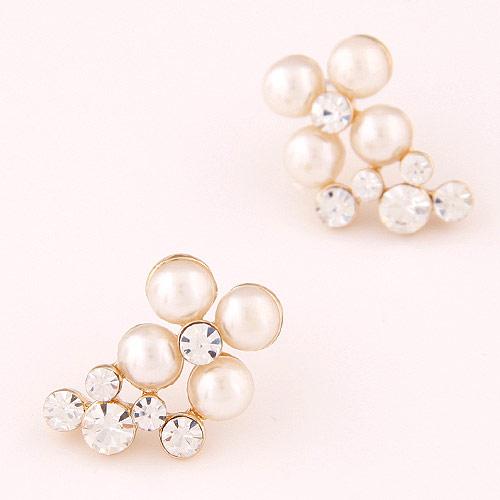 Zinklegierung Ohrstecker, mit ABS-Kunststoff-Perlen, Blume, goldfarben plattiert, weiß, frei von Blei & Kadmium, 20x13mm, verkauft von Paar