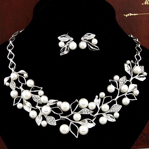 Zinklegierung Schmucksets, Ohrring & Halskette, mit ABS-Kunststoff-Perlen & Strass, Blatt, Platinfarbe platiniert, weiß, frei von Blei & Kadmium, 400x150x40mm, 22x18mm, Länge:ca. 15.75 ZollInch, verkauft von setzen