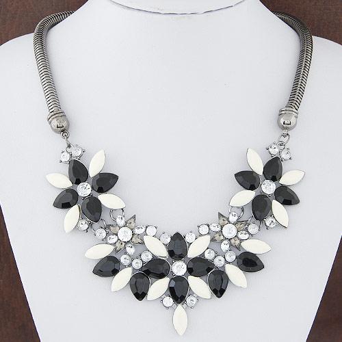Mode Statement Halskette, Zinklegierung, mit Harz, Blume, metallschwarz plattiert, mit Strass, frei von Blei & Kadmium, 400mm, verkauft per ca. 15.75 ZollInch Strang