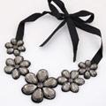 Kragen Halskette, Acryl, mit Satinband, Blume, facettierte, grau, 500mm, verkauft per ca. 19.69 ZollInch Strang