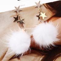 Zinklegierung Tropfen Ohrring, mit Plüsch, Stern, goldfarben plattiert, für Frau, weiß, frei von Blei & Kadmium, 55x94mm, verkauft von Paar