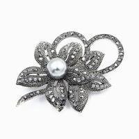 Zinklegierung Broschen, mit ABS-Kunststoff-Perlen, Blume, plattiert, unisex & Micro pave Strass, keine, frei von Nickel, Blei & Kadmium, 35*55mm, 5PCs/Menge, verkauft von Menge