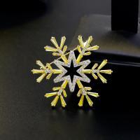 Messing Brosche, mit kubischer Zirkonia, Schneeflocke, plattiert, für Frau, frei von Nickel, Blei & Kadmium, 38*34mm, verkauft von PC